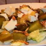 Sałatka z mozzarellą, kurczakiem i ogórkiem kiszonym