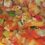 Schab z porami i pomidorami