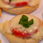Pizzerki z pomidorem i mozzarellą