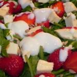 Sałatka z mozzarellą i truskawkami (12)