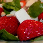 Sałatka z mozzarellą i truskawkami (5)