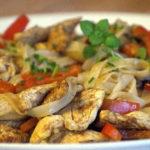 Stir-fry z makaronem ryżowym i kurczakiem (3)